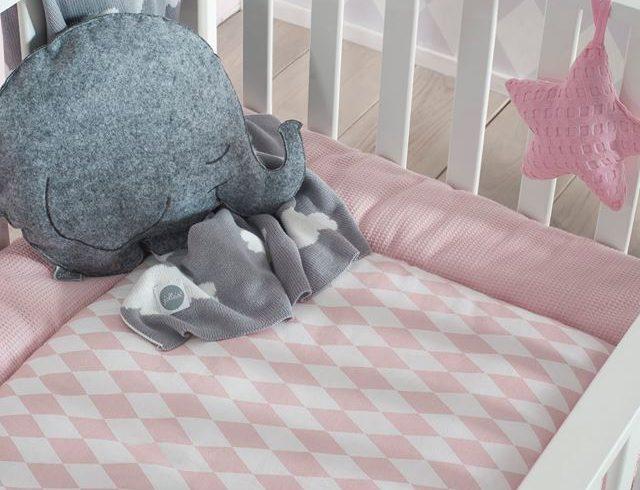 niemowlęce łóżeczko